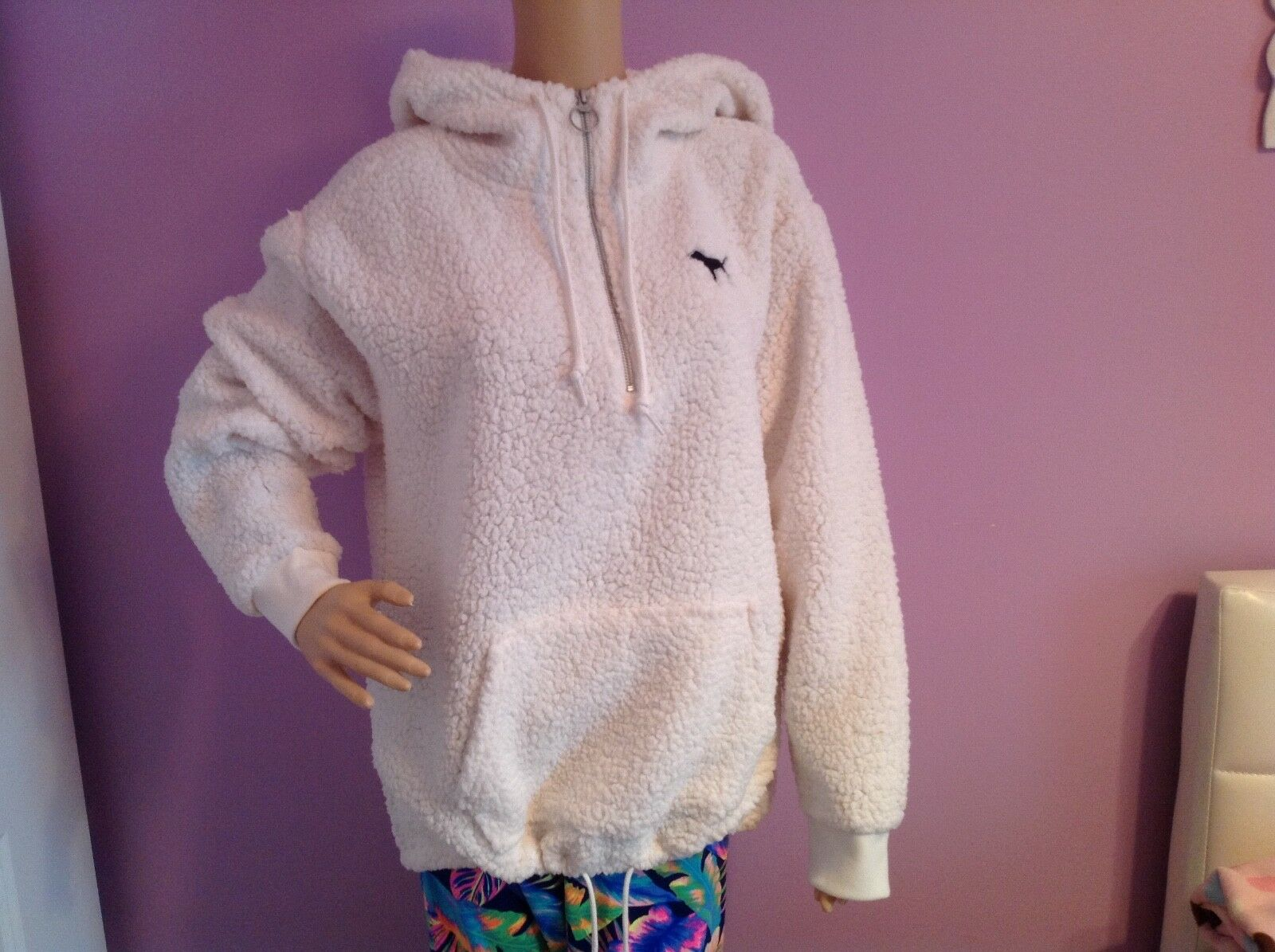 VICTORIAS SECRET bianca  PLUSH HOODIE.MEDIUM 170/96A.NWOT