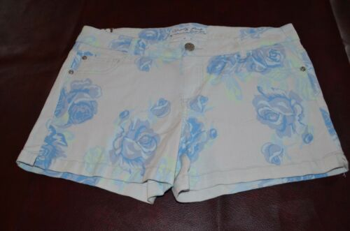 *New with Tags* Celebrity PINK Jeans Brand  Womens Flower Print  Shorts!
