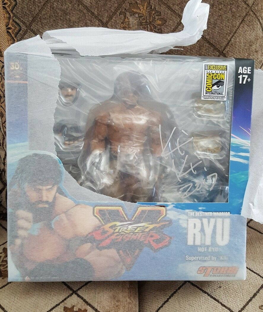 SIGNED 2017 SDCC Storm Collectibles Hot Ryu Ryu Ryu Street Fighter V In Hand 03b584