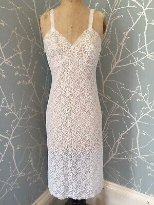 Vintage 1960s short flowered slip by St-Michael bust 34 length 34 made in Canada shipping included to U.S.A and within Canada