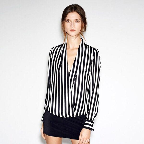 gestreift V-Ausschnitt Asymmetrie Falten Chiffon Revers bluse Hemd Schwarz Weiß