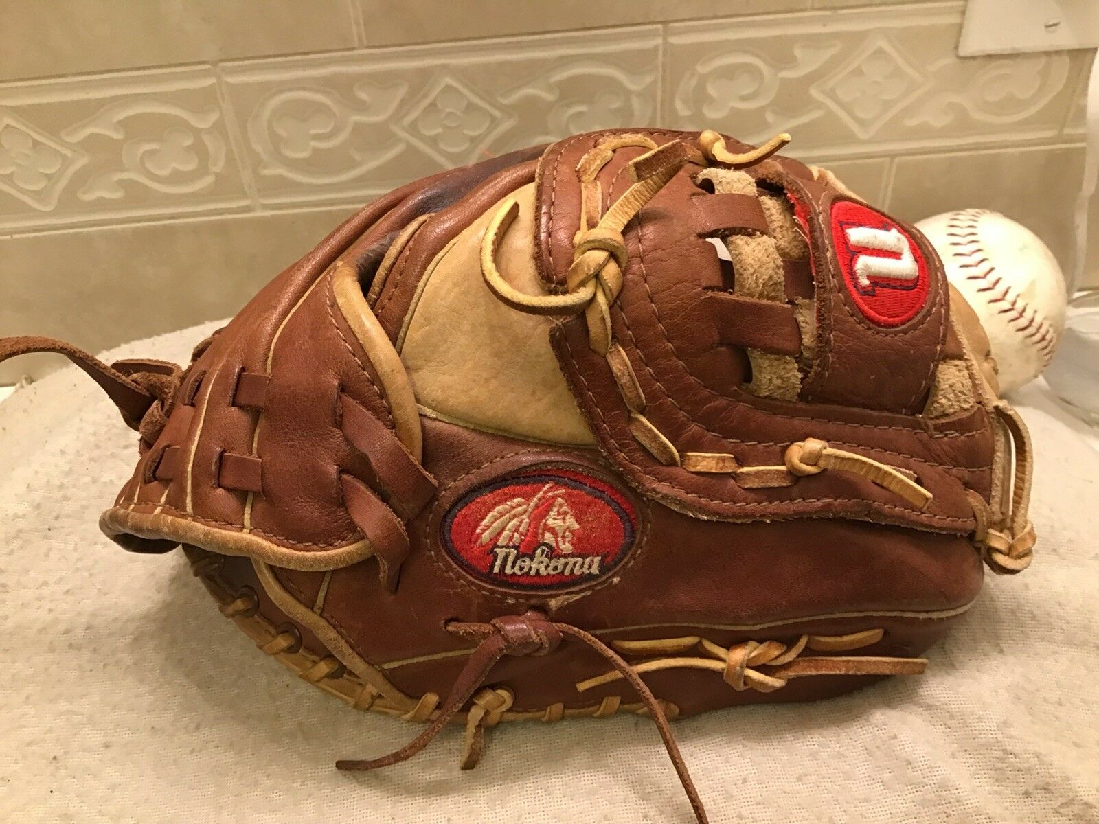 "Nokona AMG100-BFC 11.5"" Buffalo Baseball Softball Glove Right Hand Throw"