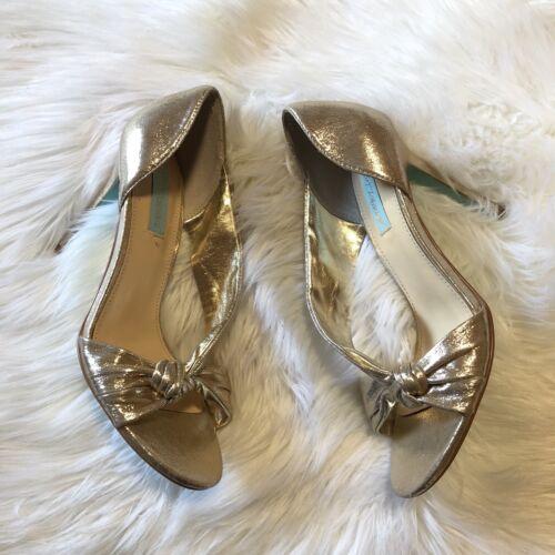 Betsey Johnson Size 8.5 Gold Slip On Heels Knot De