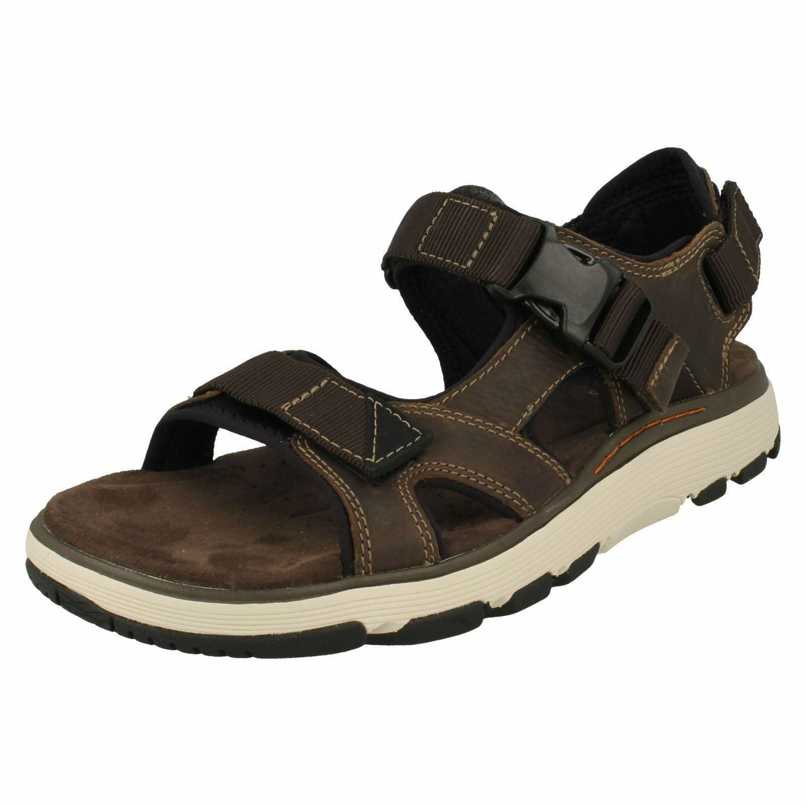 Mens Clarks Un Trek Bar Olive Leather Casual Strapped Sandals
