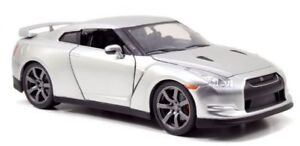 2009-Nissan-GT-R35-Candy-Silver-039-Fast-amp-Furious-7-039-1-24-Model-Car