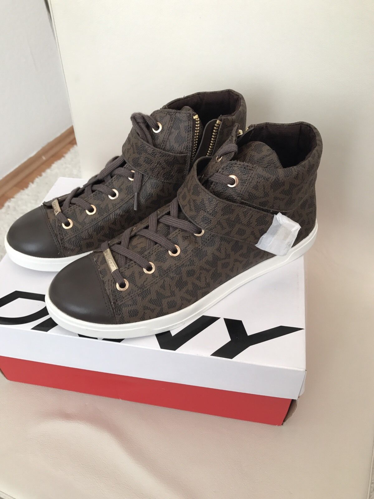 DKNY Betty Sneaker Schuhe Gr. 38,5 US 8  Blogger