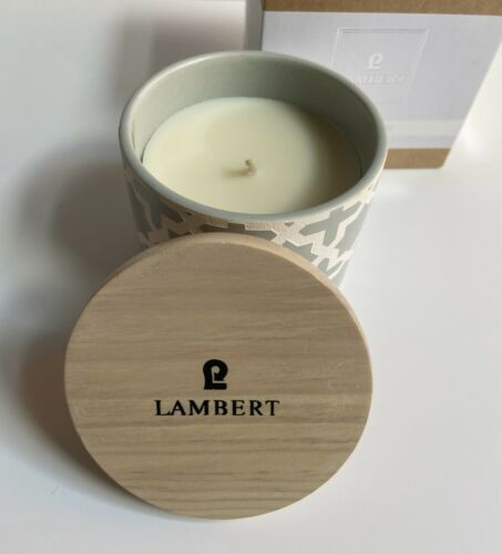 Lambert Ebba Duftkerze im Keramikgefäß mit Logo Holzdeckel blaugrau