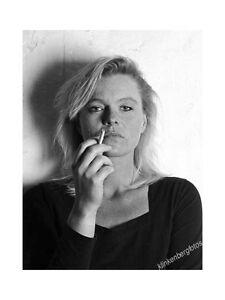 original-Foto-Frau-mit-Zigarette-II-gestempelt-signiert-Barytpapier