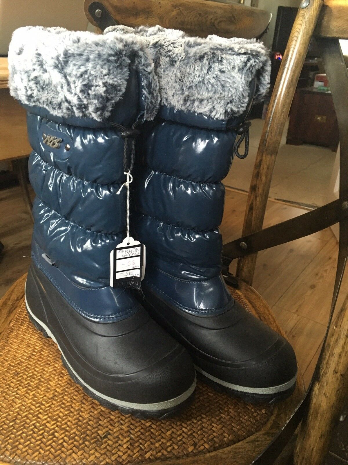 BNWT Daniel Ladies Snow Boots Size 6