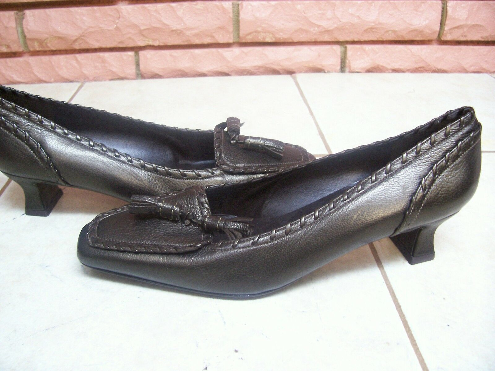 STUART WEITZMAN BROWN LADIES LEATHER PUMPS WITH TASELS SIZE 8M