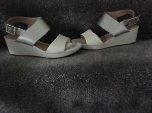00042fd800 Image is loading ladies-clarks-ornate-fleur-White-silver-sandals-size-
