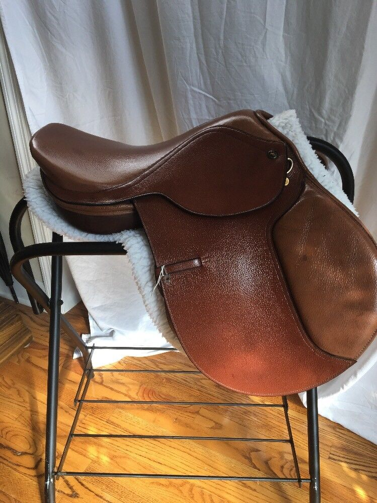 Regency Quality English Close Contact Saddle 16 1  2  Seat color Chestnut  brand outlet