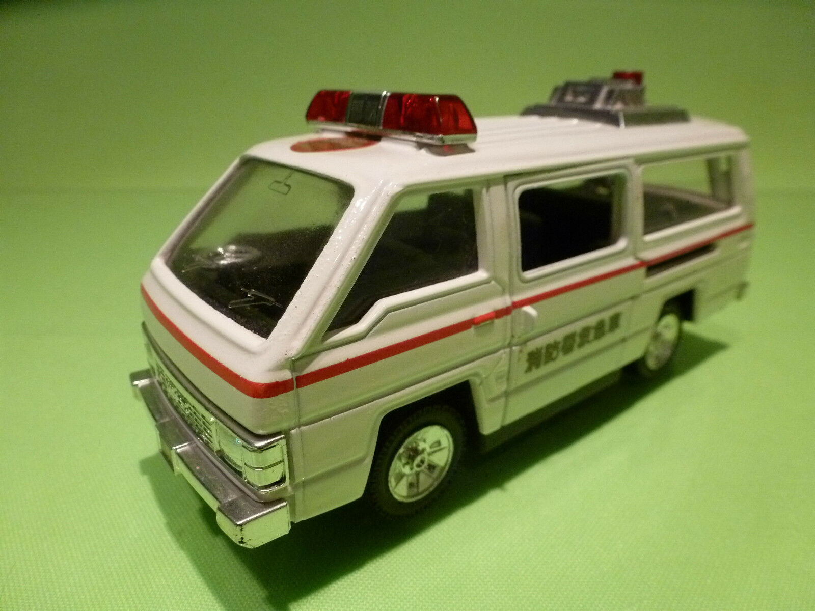 DIAPET japan 122 1 35 TOYOTA HIACE - AMBULANCE - RARE SELTEN - GOOD CONDITION