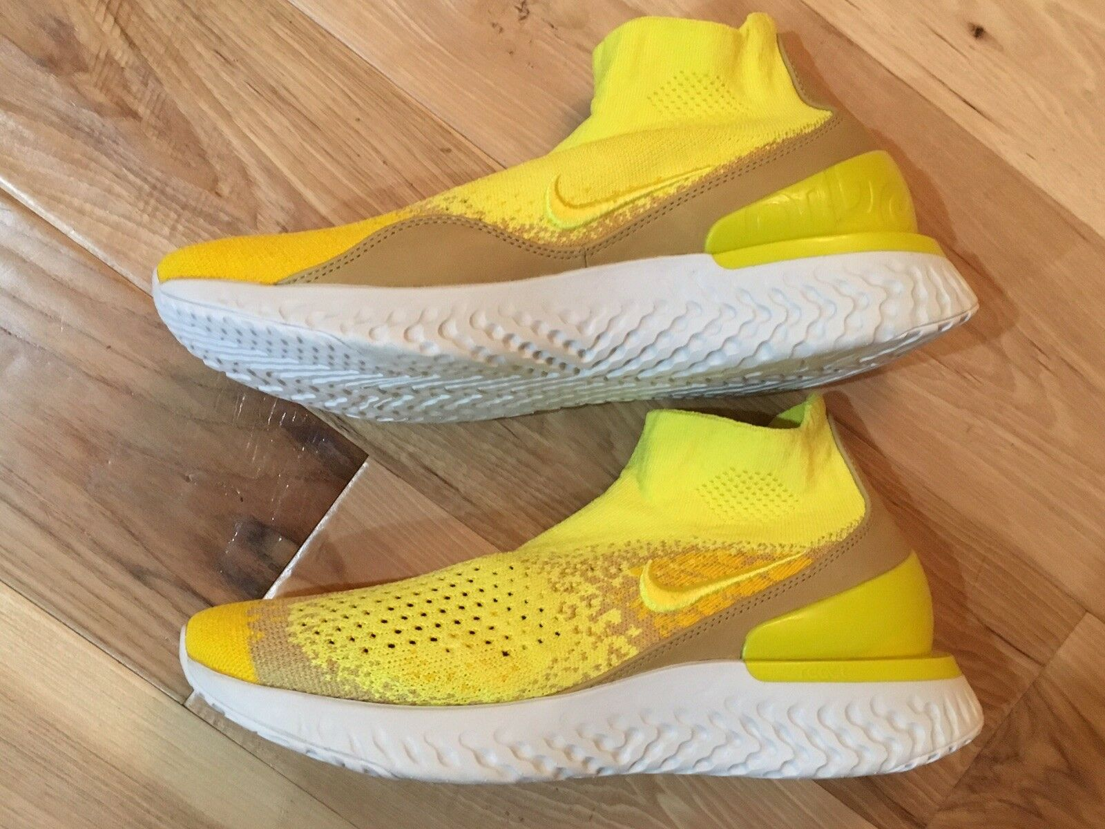 Nike Rise React Flyknit Limited Edition Running shoes - Yellow 9 Training