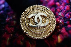 100-Chanel-buttons-12-pieces-Metal-logo-CC-0-8-inch-or-20-mm-gold