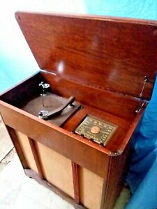 1947-Crosley-American-Overseas-Tube-Radio-Phonograph-Console-66-CS-S-WORKS