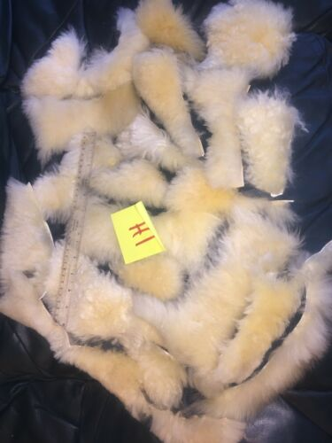 artes Piezas de piel de oveja real offcuts manualidades Crema 1I; piezas pequeñas 1H collage