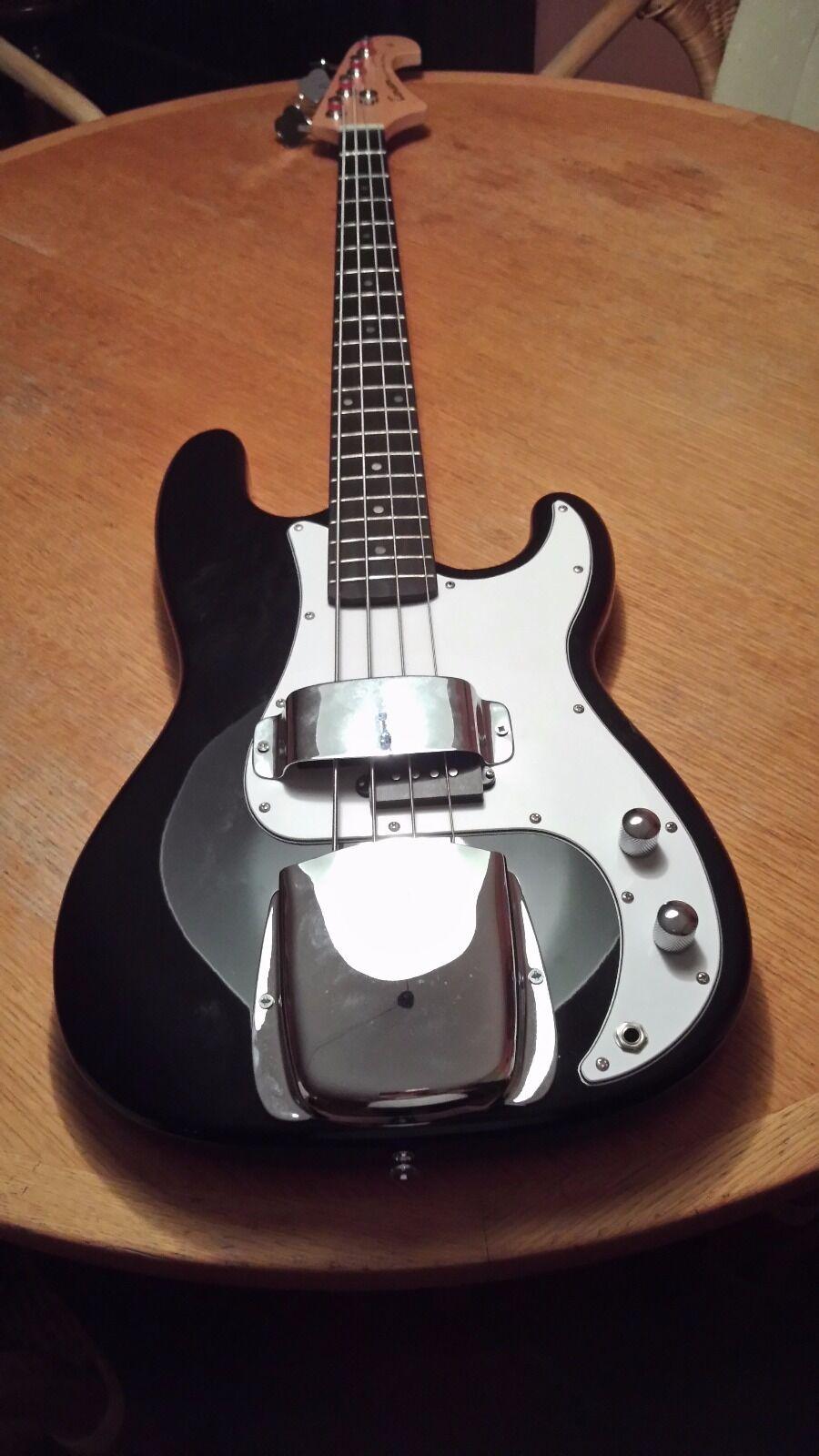 E-Bassgitarre E-Bassgitarre E-Bassgitarre - Inkl. Gig-Bag und Gurt in schwarz fafde1