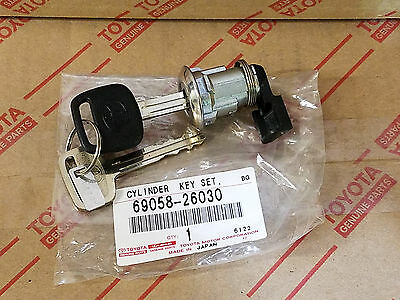 NEW GENUINE TOYOTA FUEL DOOR LOCK CYLINDER  69058-26030 FOR 2000-2003 TUNDRA