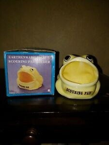 Vintage-earthenware-yellow-frog-scouring-pad-holder-in-original-box