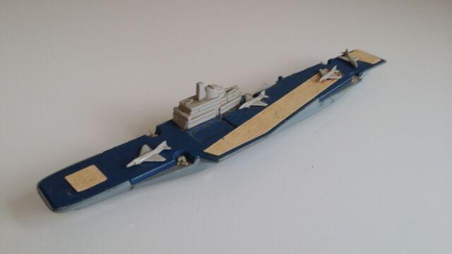 Matchbox SeaKings Aircraft Carrier K304