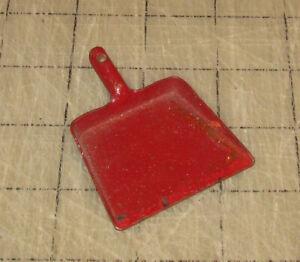 Vintage-2-034-Doll-House-Red-Metal-DUST-PAN-Unbranded