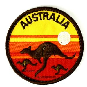Vintage-AUSTRALIA-Kangaroo-Outback-Travel-Collectable-Cloth-Woven-Patch-Badge