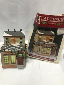 Collectible Lemax Lighted House Cobbler Watchmaker Christmas Village Hearthside