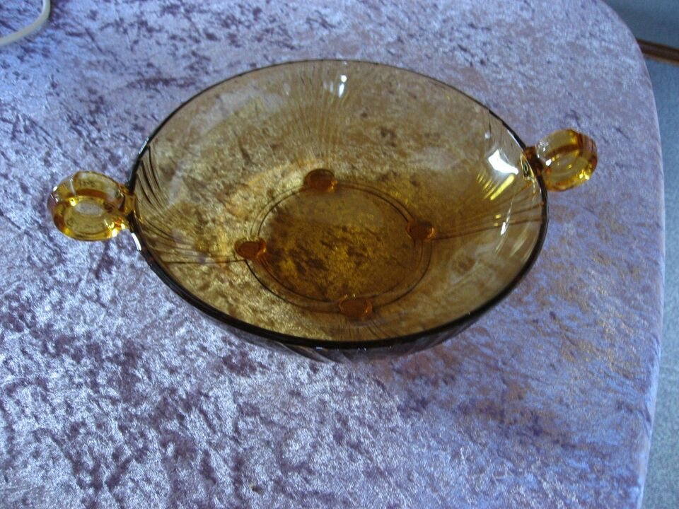 Glas, Skåle i brunt glas