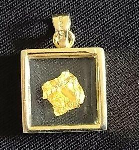 Pendentif De Forme Carré avec Feuille d'Or Véritable / Daxon / Vintage