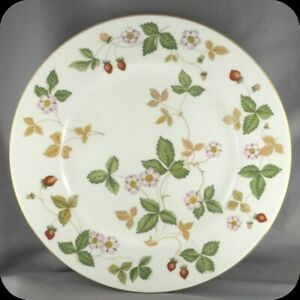 Wedgwood-Wild-Strawberry-Dinner-Plate
