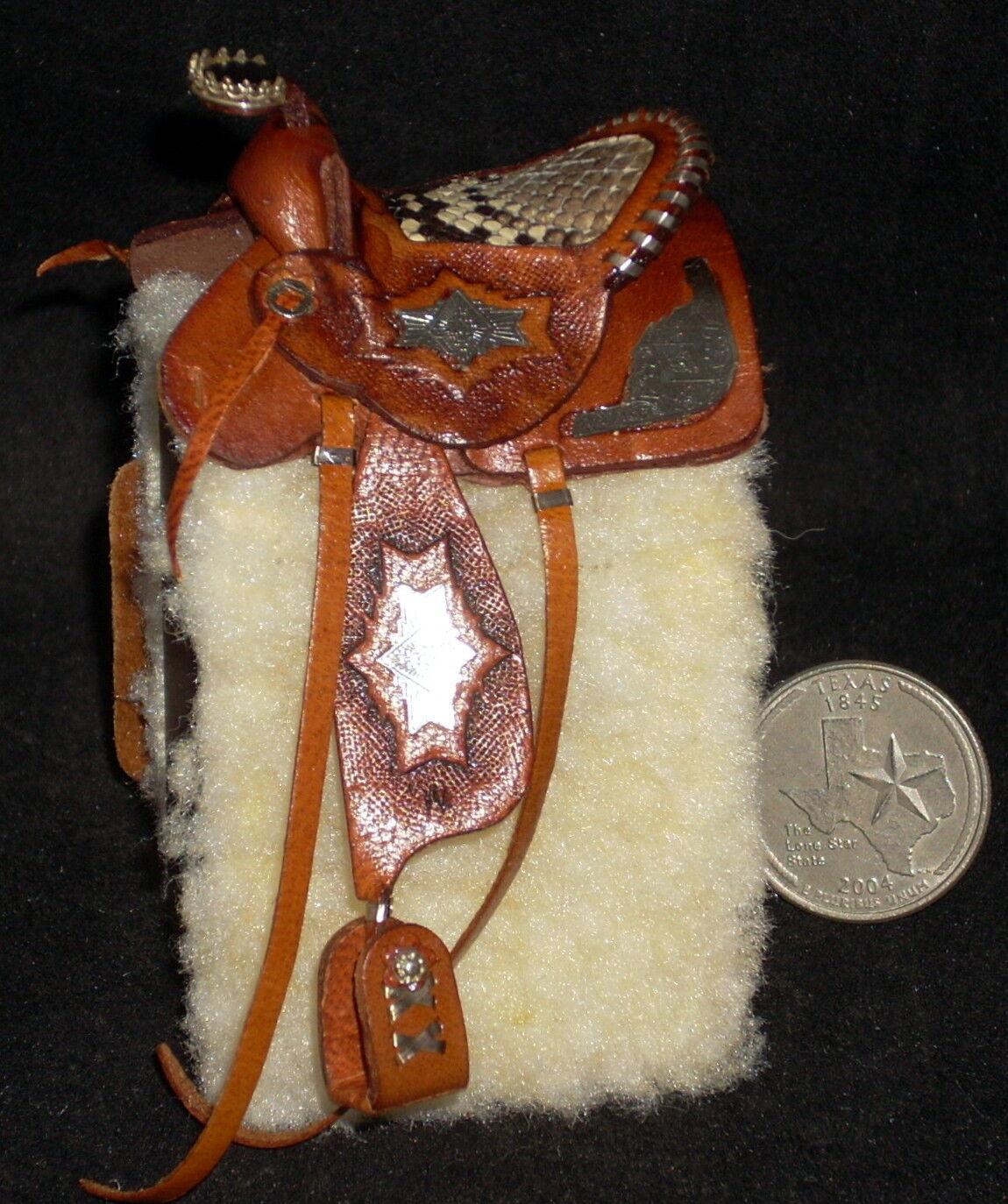 Casa de muñecas en miniatura Prestige Fancy Marrón De Cuero de Caballo Silla Texas 1 12   6810