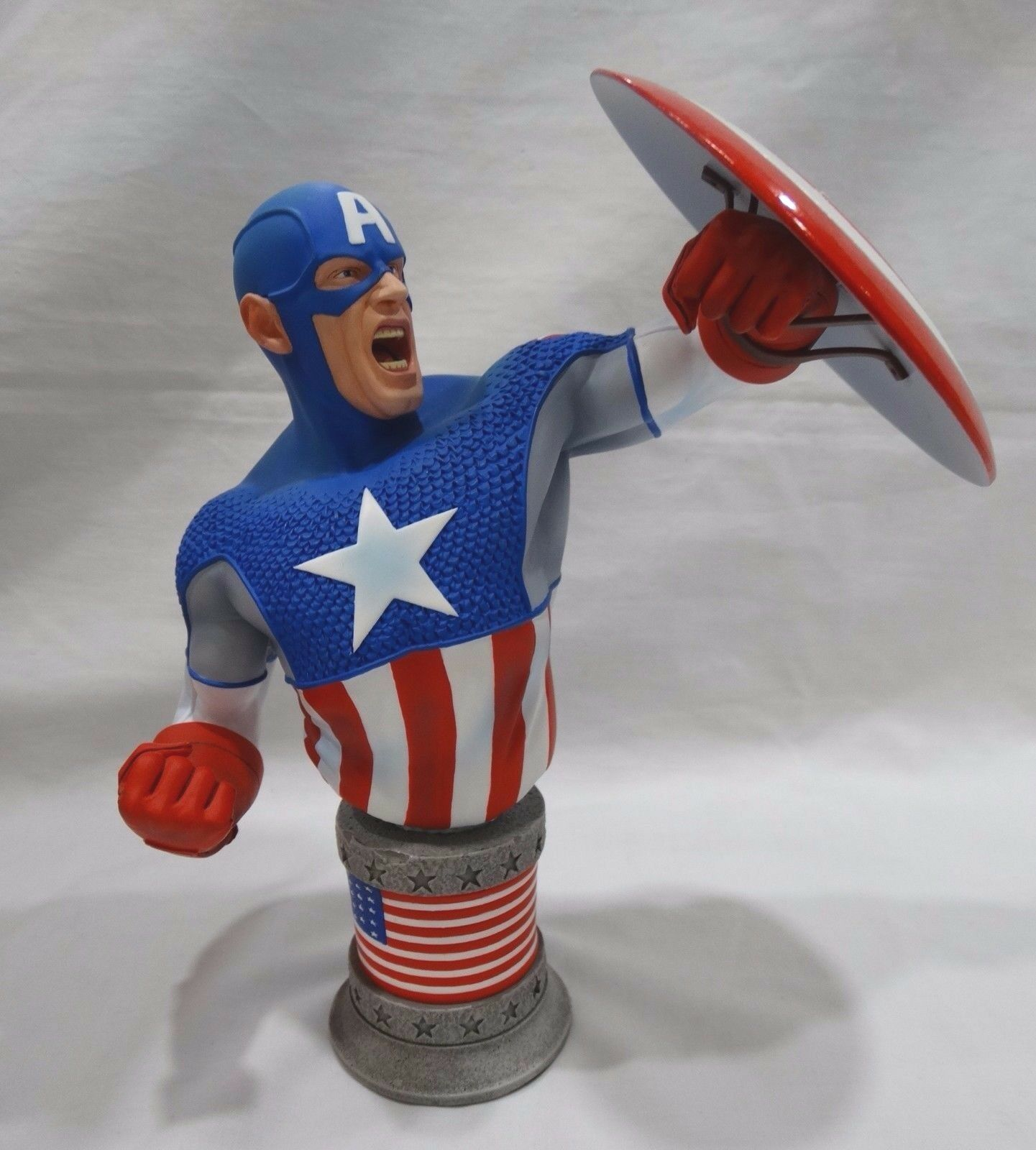 Captain America Ultimate Bust Over 7 Inches Tall by Marvel Standard Edition NEW