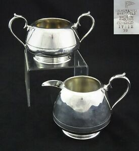 MATCHING-VINTAGE-WALKER-amp-HALL-SHEFFIELD-SUGAR-BOWL-AND-CREAM-JUG-SILVER-PLATED