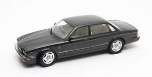 Cult-Modelos-CML052-1-Jaguar-XJR-Coche-Modelo-de-Resina-X300-1-18th-Negro-Metalico-1995