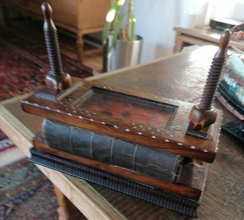 Gammel bogpresse