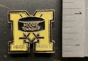 Moore Township Ontario Minor Hockey Vintage Metal Enamel Pin - VG Condition