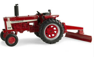 Ert44084 - Tracteur International Hydro 70 Avec Sa Lame Arrière 1/16