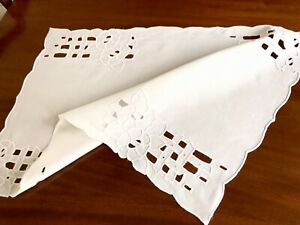 Vintage-Hand-Embroidered-CUTWORK-White-Linen-Table-Centre-Cloth-28x19-Inches