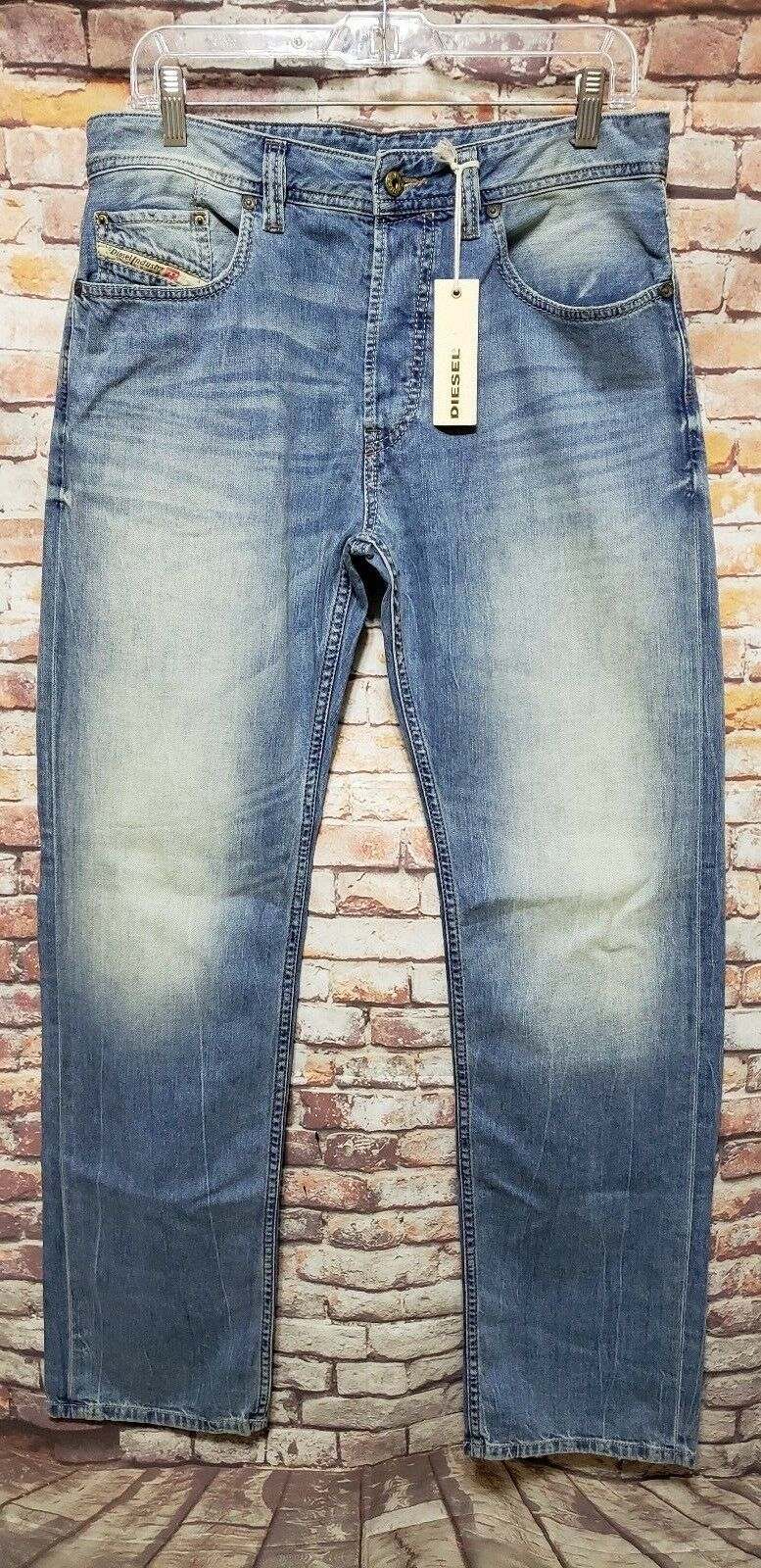 DIESEL LARKEE RELAXED COMFORT STRAIGHT JEANS SIZE 3132  RETAIL   B01-09