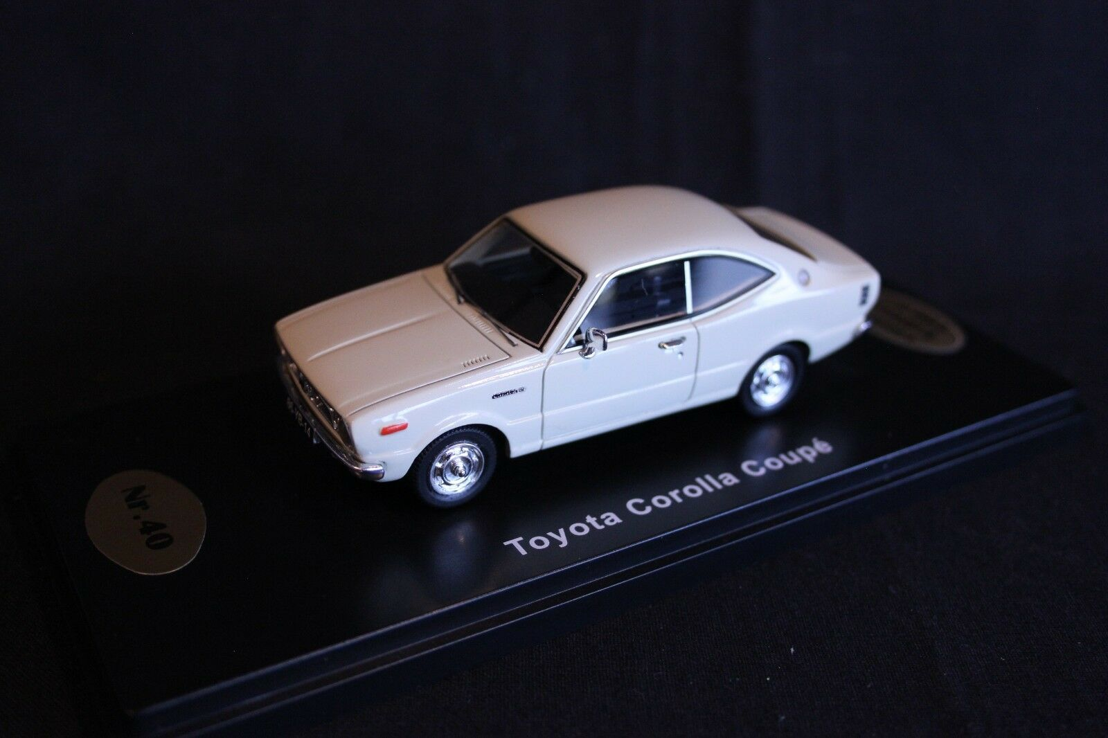 QSP Model Collection Toyota Cgoldlla E35 Coupé 1 43 White
