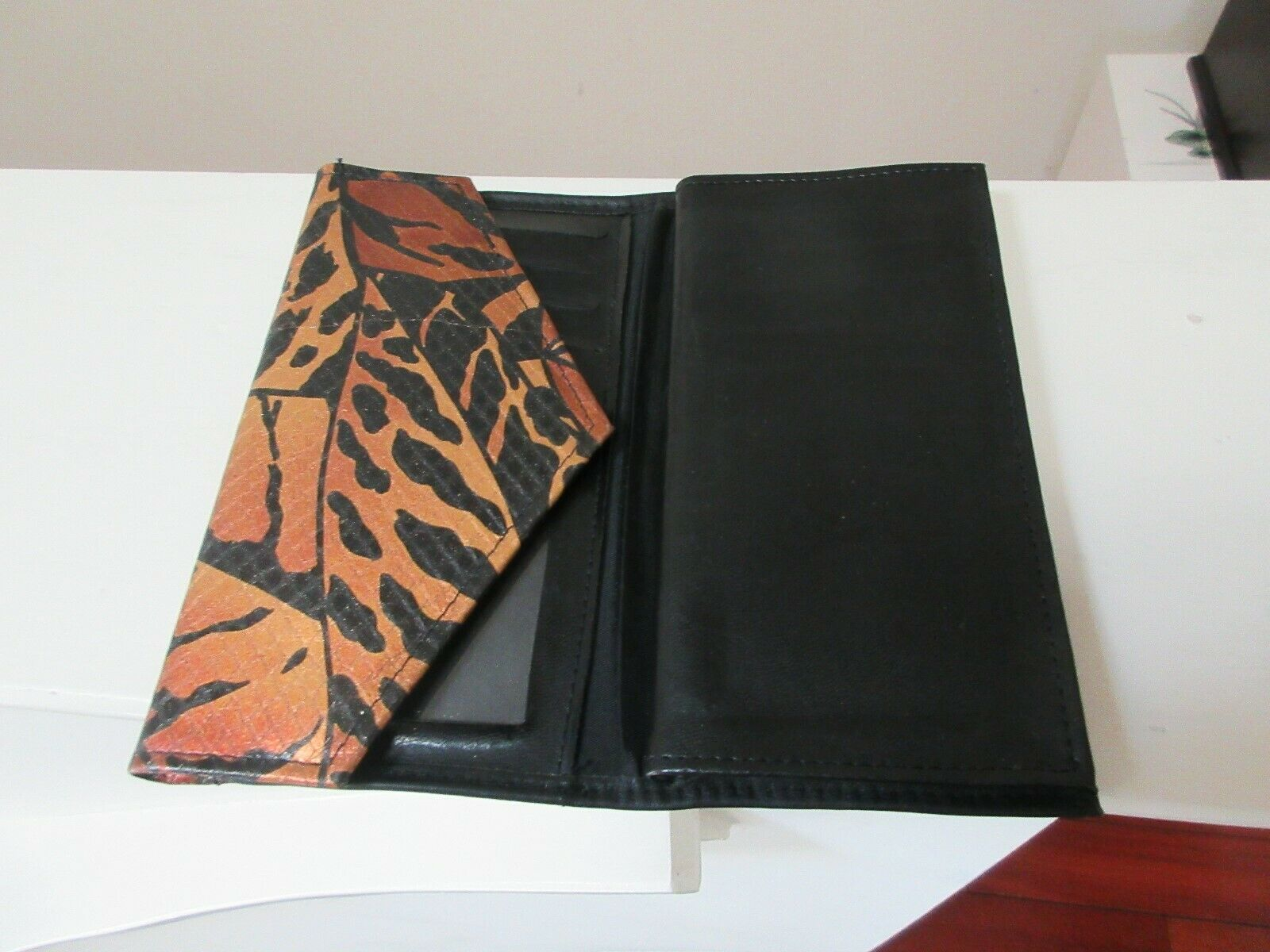 Ladies Wallet , Multiple Compartments , Credit Cards ,