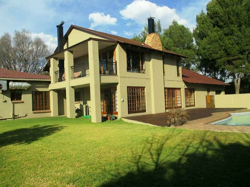 IMPECABLE HAVEN , NEWLY RENOVATED SMALL HOLDING IN MOST POPULAR PART OF BAINSVLEI!