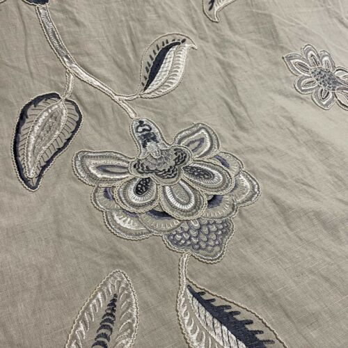 Elegant Embroidered Floral Pattern Curtain Fabric// Material New BR332
