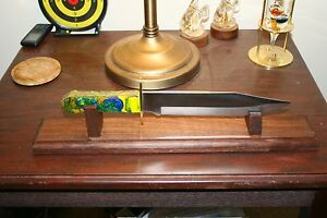 18-034-Solid-Walnut-Bowie-Knife-Display-Stand
