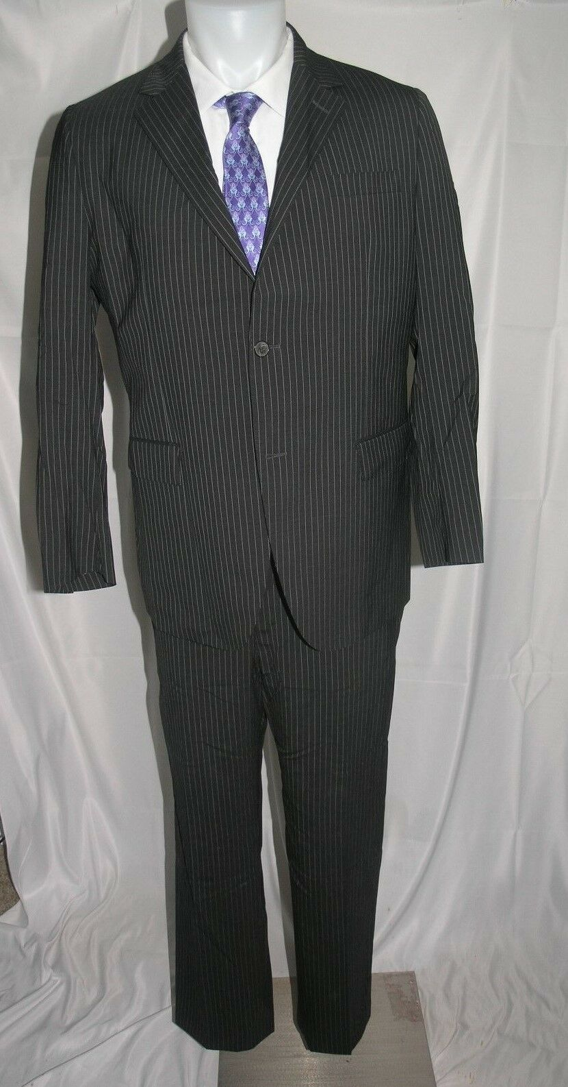 Valentino Two Button Flat Front Pinstriped Suit 42 R 35 x 29.5