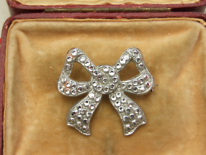 Details about Vintage Silver brooch with bow detail