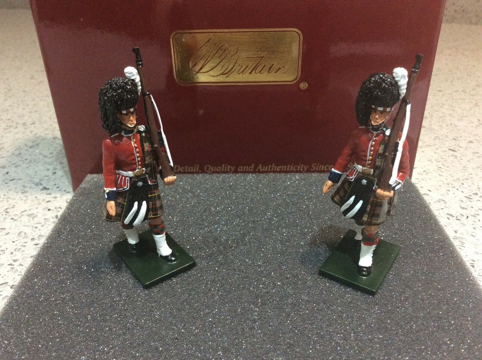 Britains 48007 QUEEN'S OWN CAMERON HIGHLANDERS (79th) ESCORT TO THE COLOURS