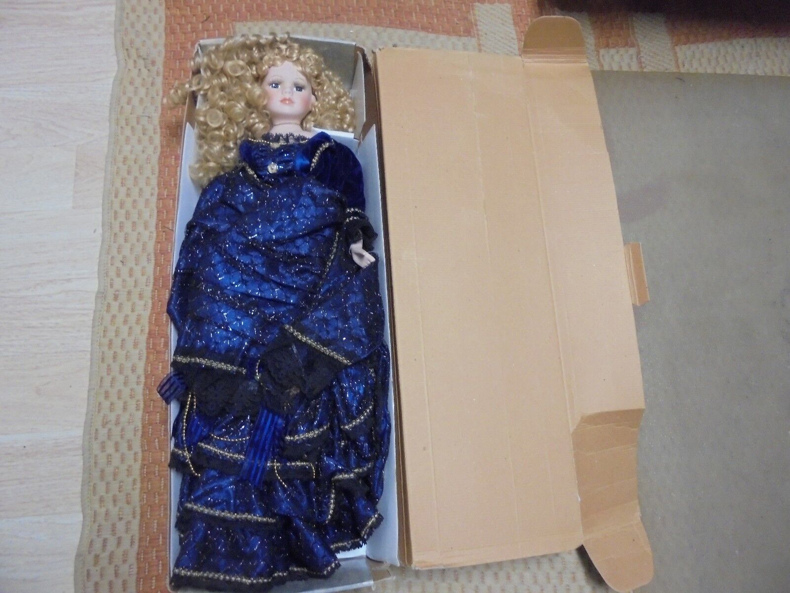 Beautiful Porcelain Doll  APRIL  Beautiful Royal azul Ruffled Dress 26