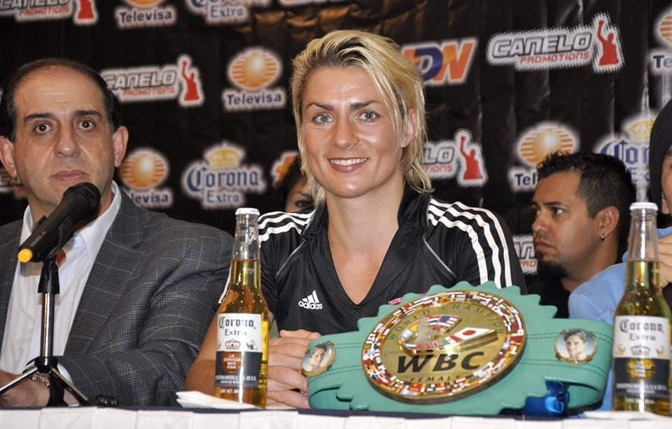Boxhandschuhe Alesia von Weltmeisterin Alesia Boxhandschuhe Graf ;Original Handsigniert